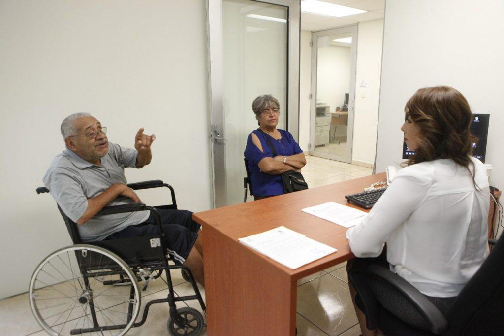 El objetivo es que el adulto mayor se sienta tranquilo y seguro al realizar cualquier trámite legal o administrativo.