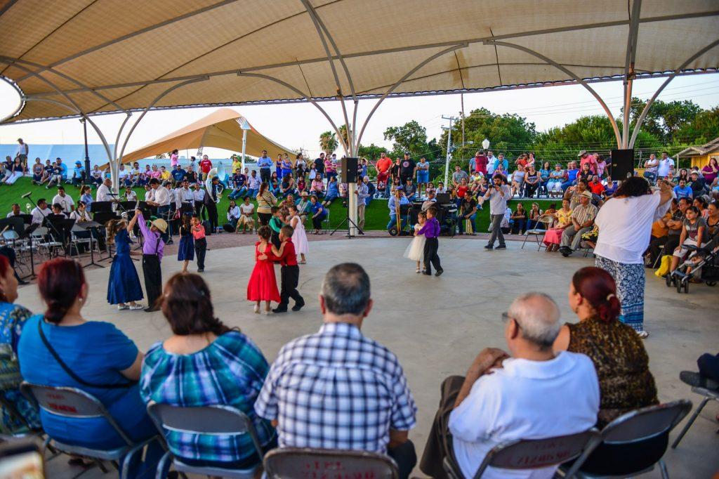 Los jueves de danzón son un programa social vigente únicamente en la Ciudad de México.