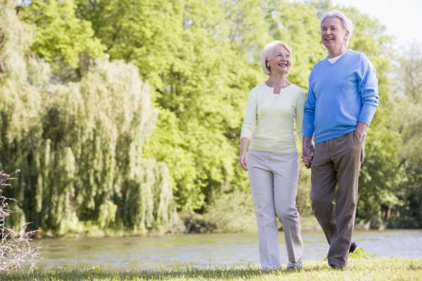 Beneficios de las Caminatas para Adultos Mayores